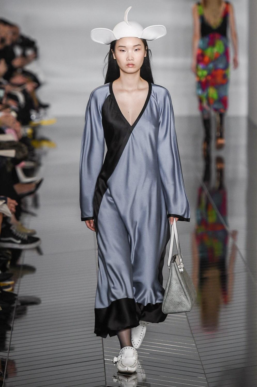a32deb48bfbe PFW FW 2019/2020: Loewe - High on Fashion