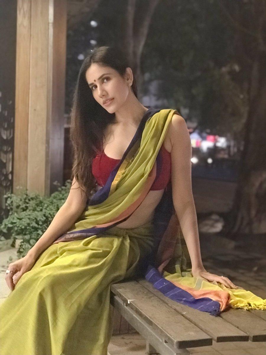 Actress SonalliSeyghal Latest HD Images