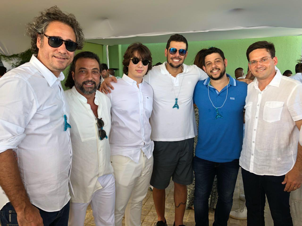 44537b8763e Itamar Musse reúne amigos em festa de Iemanjá ~ SALVADOR POR STEFANO ...