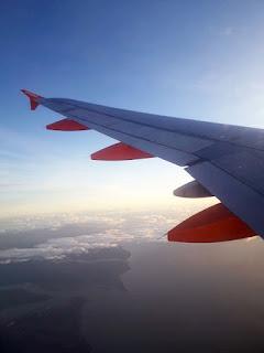 Himmel mit Flugzeug