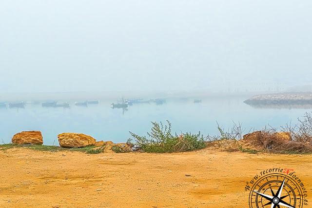 Embarcaciones en la niebla