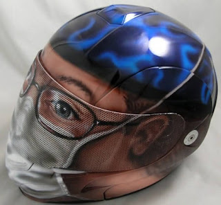 casco de motocicleta pintado con aerografo