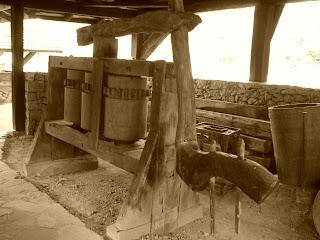 Antigos Equipamentos, no Castelinho Caracol