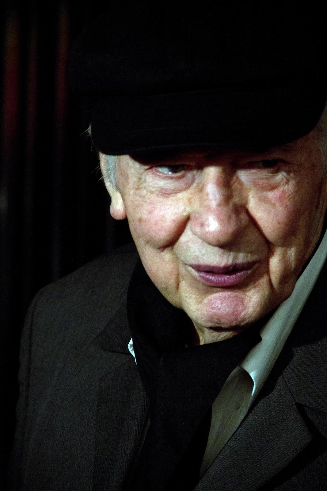 flash-setinterval_La vidriera de Jorge Amado: Homenaje a Julio Le Parc en Stand Aeropuertos Argentina ...