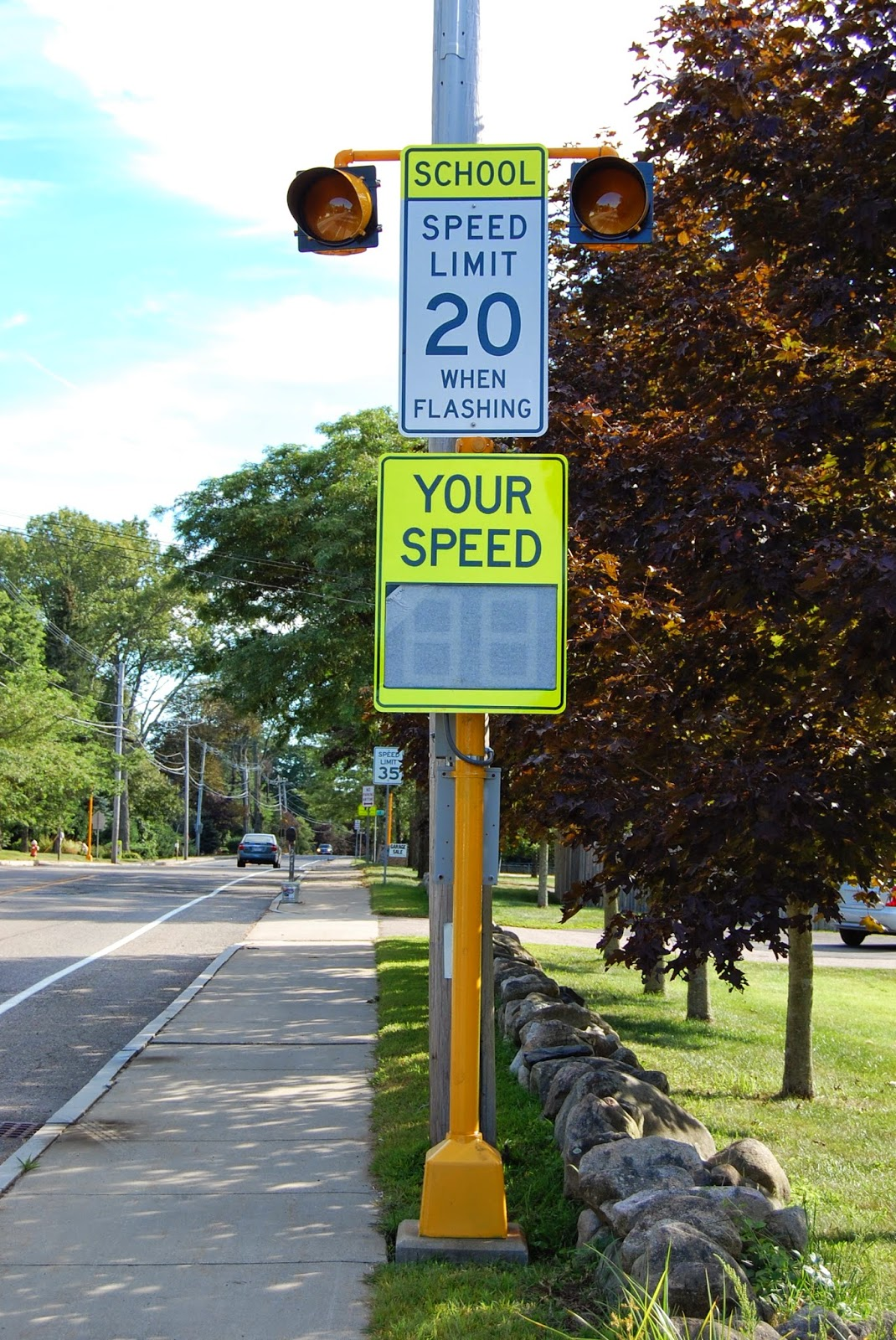school zone speed reducing signs