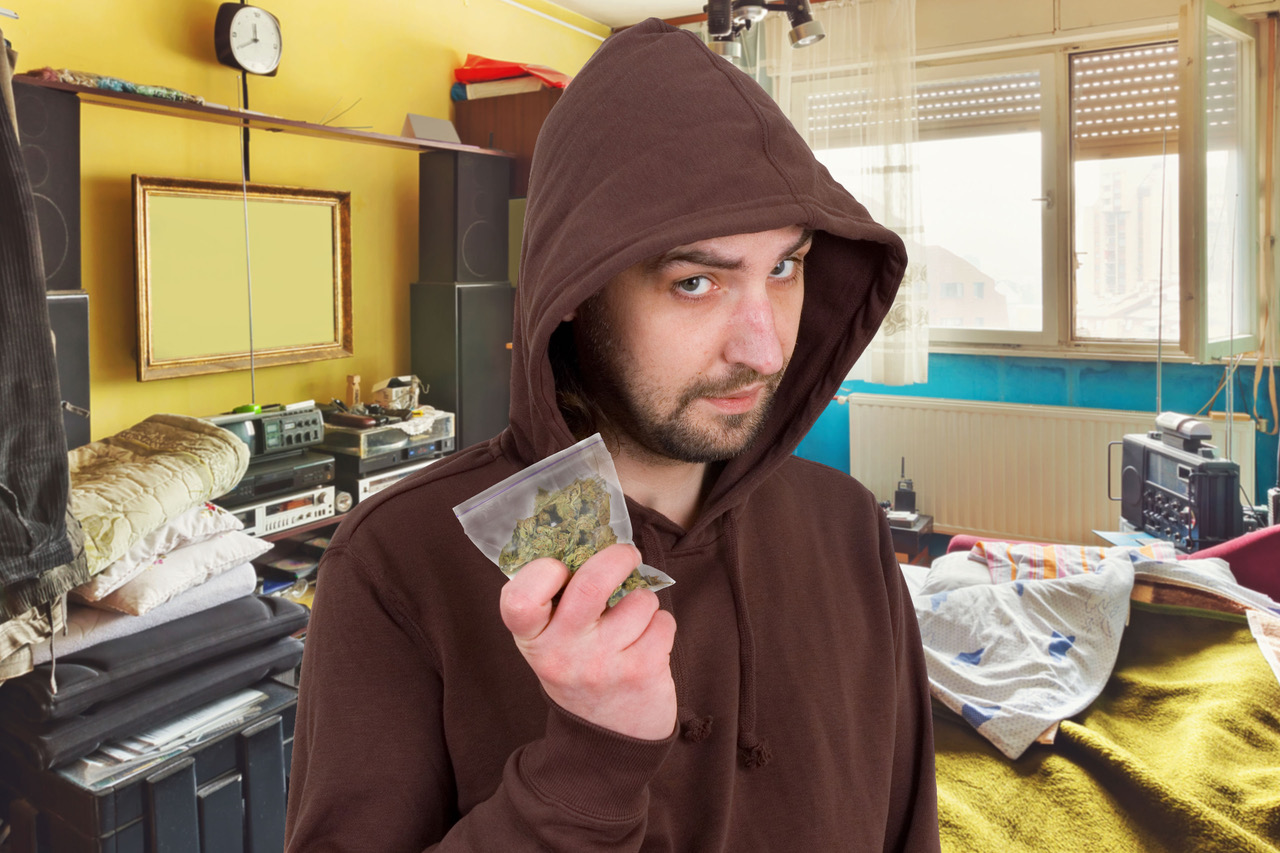 Der Postillon Vorbild Bundesnetzagentur CannabisDealer versteigert 5g