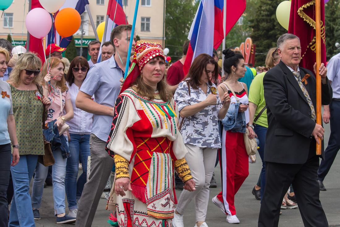 Женщина в мордовском костюме