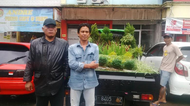 Demostran 4 Nov Asal Bandung Bawa Tanaman untuk Pemprov DKI - Commando