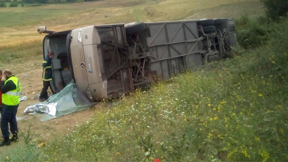 Ανατροπή λεωφορείο στην Δράμα - 14 τραυματίες