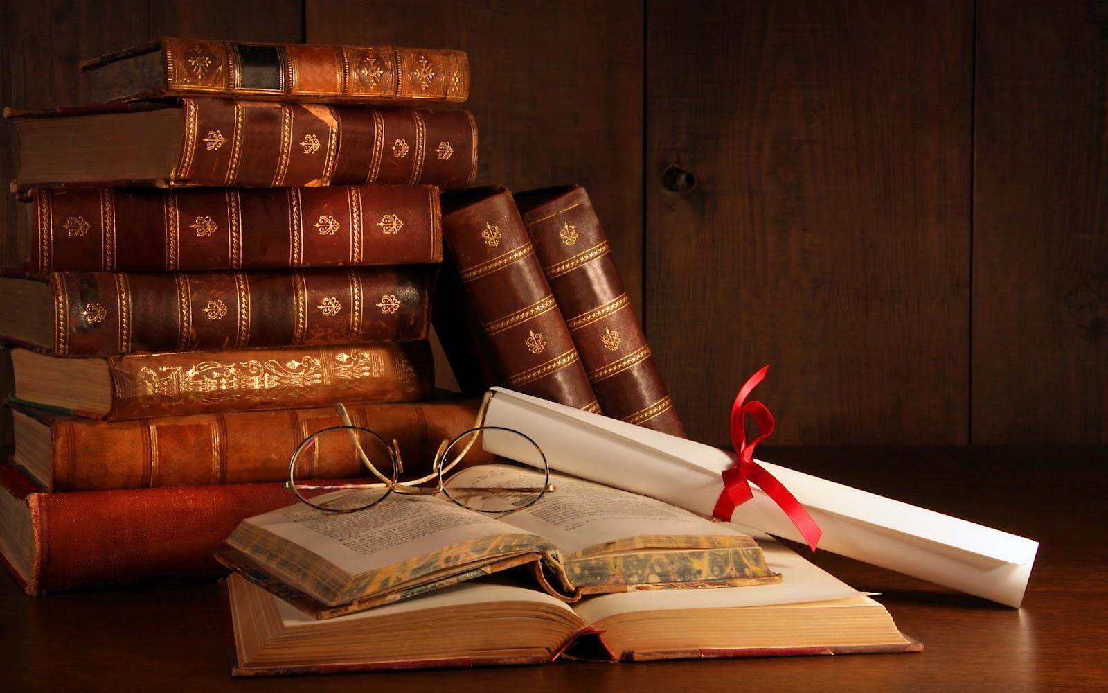 Libros Viejos Apilados