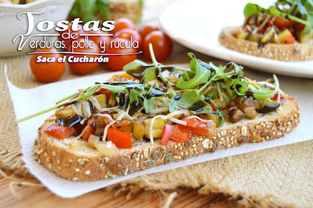 Tosta de verdura, pollo y rúcula