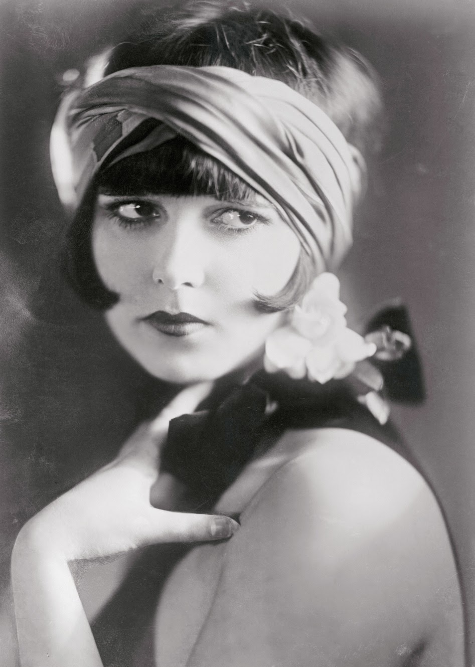 Old Portraits of 20 Flappers With Sad Eyes  vintage everyday