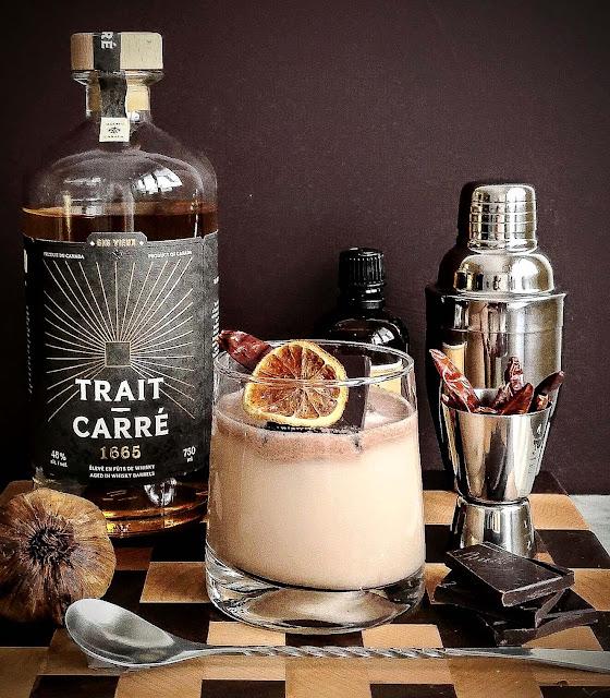 ail-noir-de-lile,cocktail,recette-trait-carre-1665,ail-noir,chocolat,piment,madame-gin,mixologie