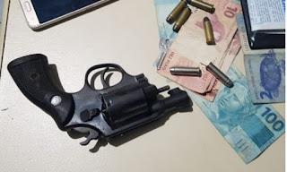 Polícia Militar prende dupla em flagrante por porte ilegal de arma de fogo em Ribeirópolis
