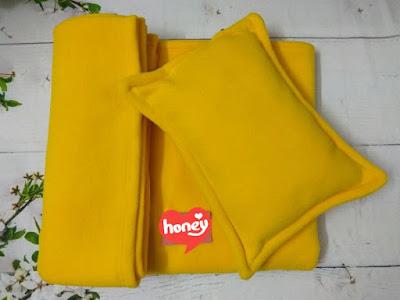 Bộ chăn gối cho dân văn phòng màu vàng