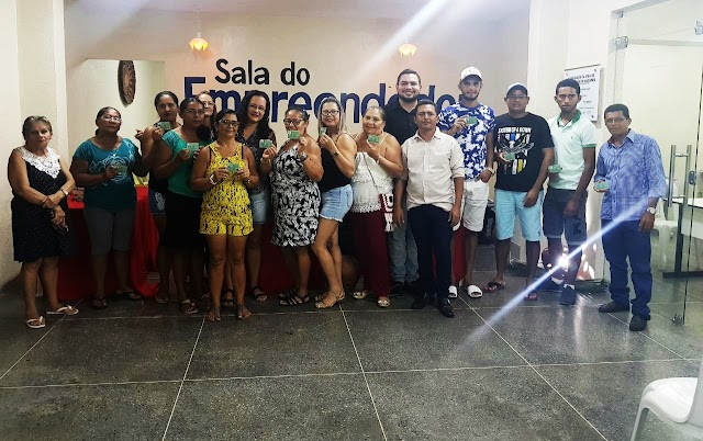 Secretaria de Cultura realiza a entrega da Identidade Artesanal aos profissionais de Mucambo