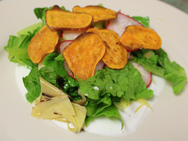 A tasty mouthful I would have never imagined (Artichoke and radish salad with salted yogurt and homemade sweet potato chips)