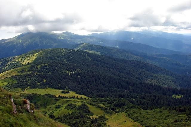 Вид с Петроса на Черногорский хребет