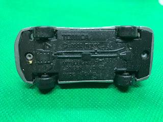 三菱 ランサーエボリューション のおんぼろミニカーを底面から撮影