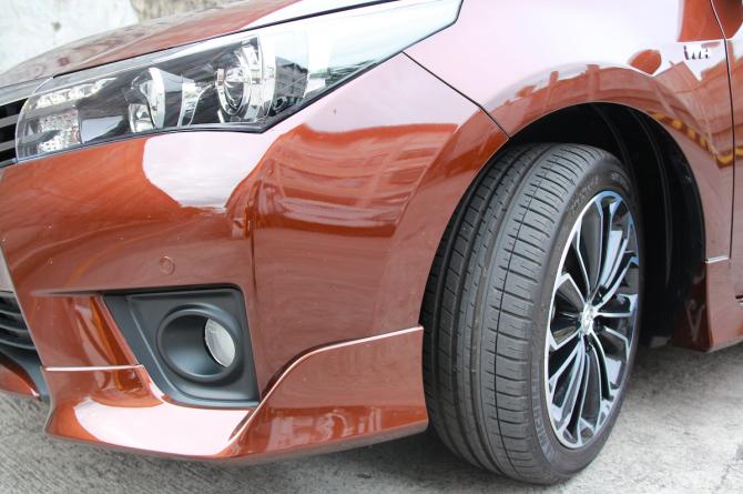 La zăng thể thao cùng với bộ bodykit trên Corolla Altis 2.0 CVT