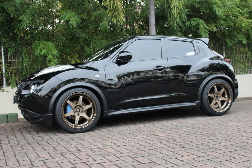Amazing Black Nissan Juke 2011