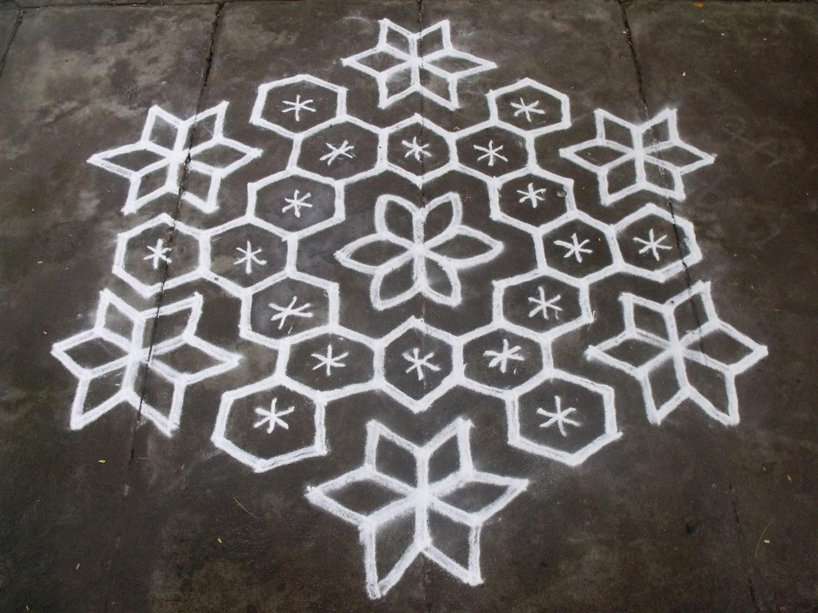 Rangoli Designs/Kolam: 15-8 Pulli Kolam
