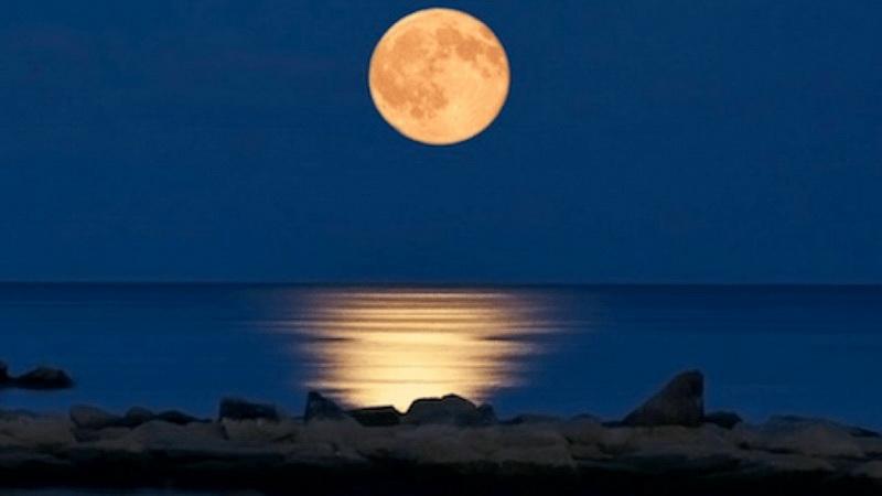 Η πανσέληνος επιδρά στην υγεία μας; Μύθοι και αλήθειες για την επίδραση της σελήνης