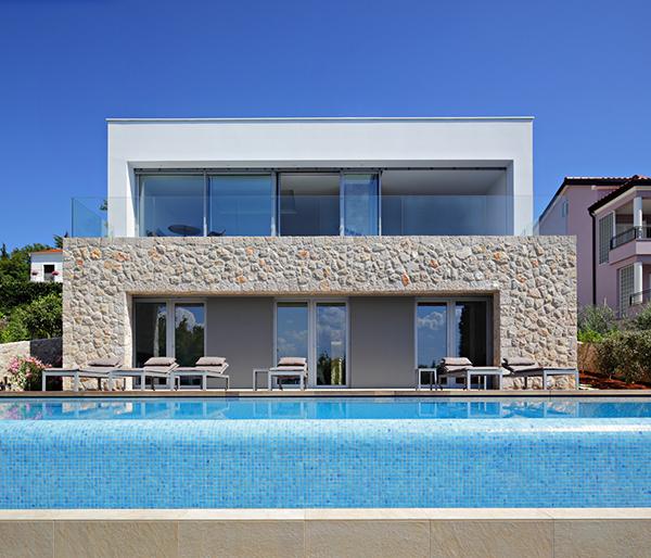Hogares frescos preciosa casa de vacaciones con for Apartamentos con piscina y playa