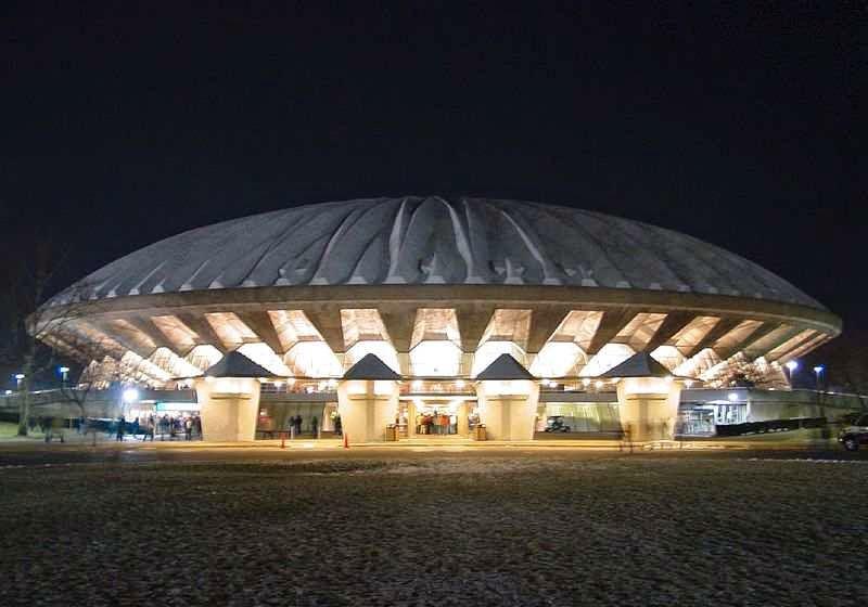 State+Farm+Center 7 Bangunan Unik Berbentuk UFO di Dunia
