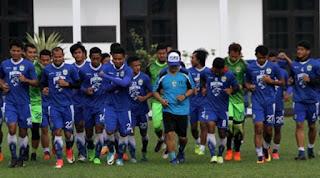 Persib Melawan Kumpulan Pemain Liga 2 dalam Uji Coba di Batam