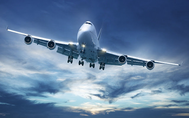 Foto van een landende passagiersvliegtuig