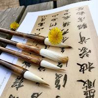Papiro con letras japonesas