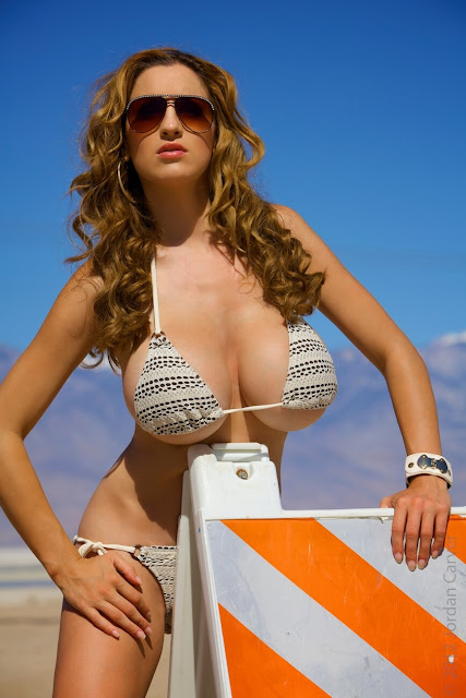 Jordan-Carver-Busty-Photoshoot-Road-Sign-Pic-25