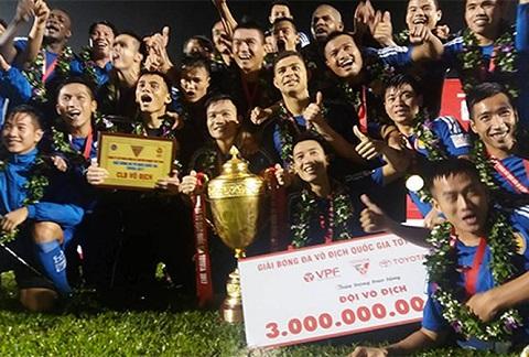 Đội bóng Quảng Nam lên ngôi vô địch