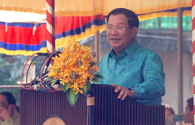 Le Premier ministre Hun Sen à la pagode de Prêk Pra