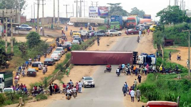 A Container falls off truck, crushes 2 in Ogun