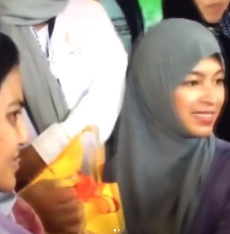 Throwback: Angel Locsin Made People Smile During A Distribution Of Relief Goods