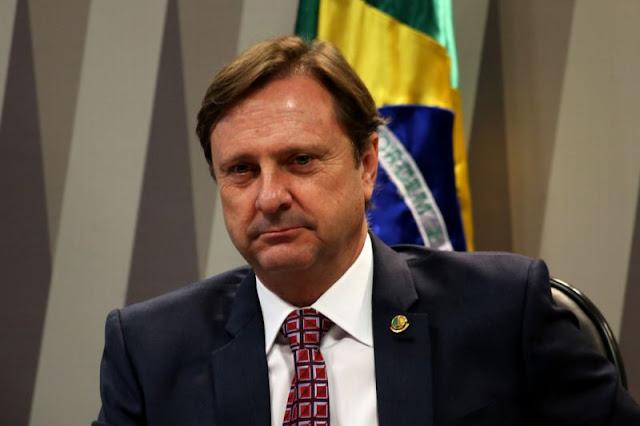 Sem foro privilegiado, Senador Acir Gurgacz se entrega no Paraná para cumprir pena
