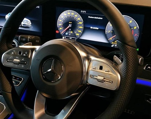 Design Dashboard Mercedes Benz E 350 EQ Boost
