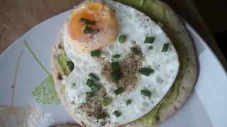 jajko sadzone z avocado