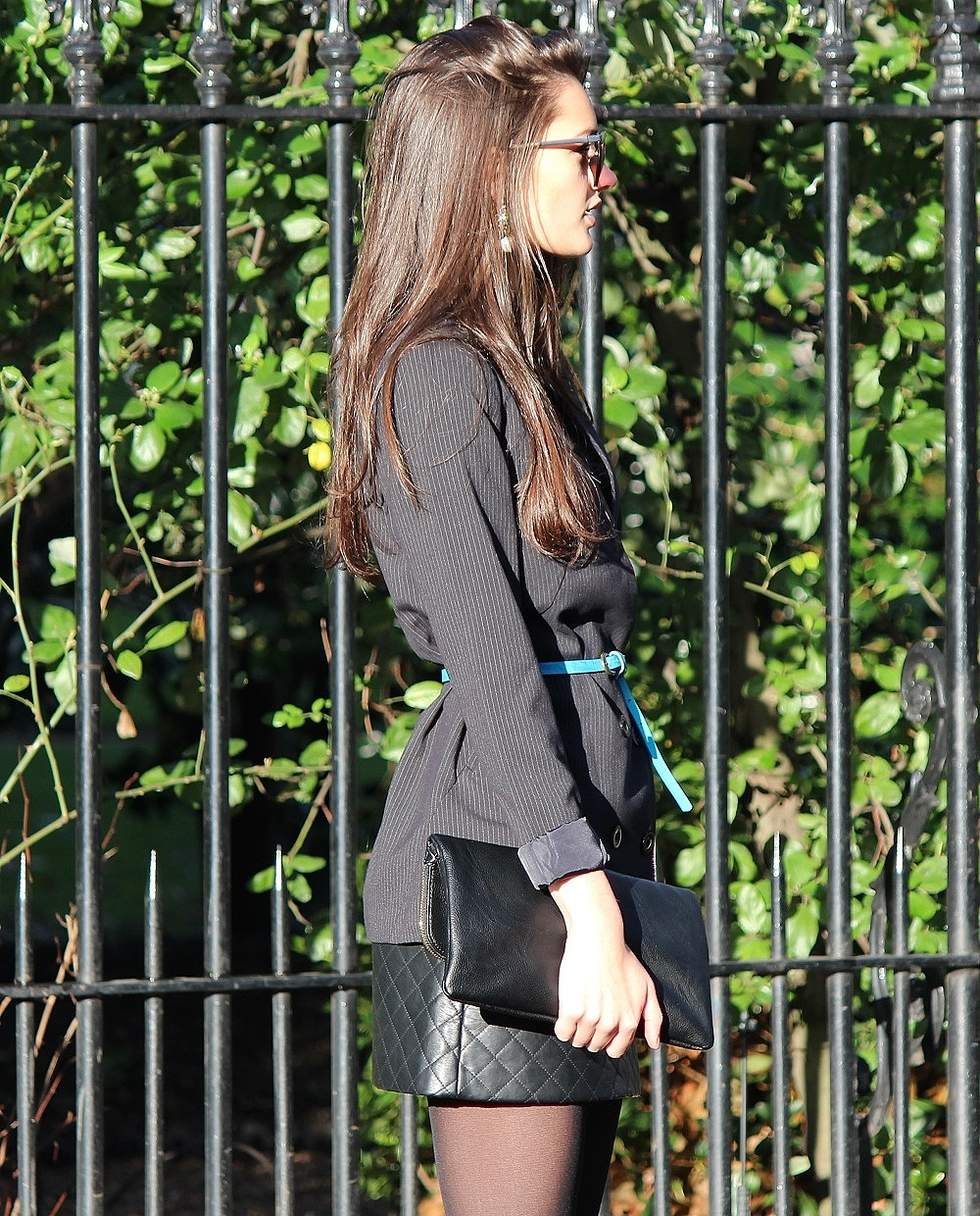 peexo fashion blog wearing pinstrpe blazer and leather quilted skirt and topshop lave bralet and black clutch bag