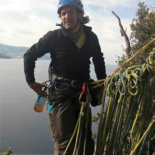 Orden en las cuerdas, escalando en Cabo Ogoño