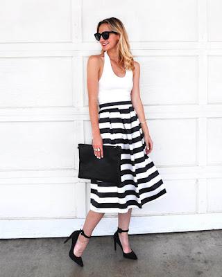 outfit de verano blanco y negro con falda de lineas horizontales tumblr