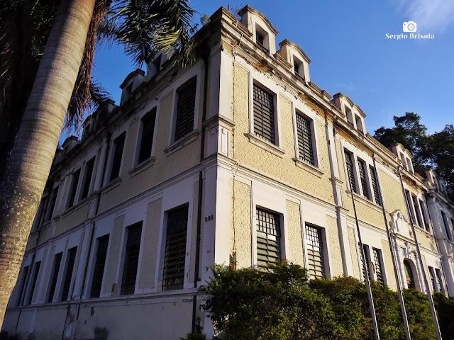 Vista ampla da fachada do Edifício do Grupo Escolar São José - Ipiranga - São Paulo