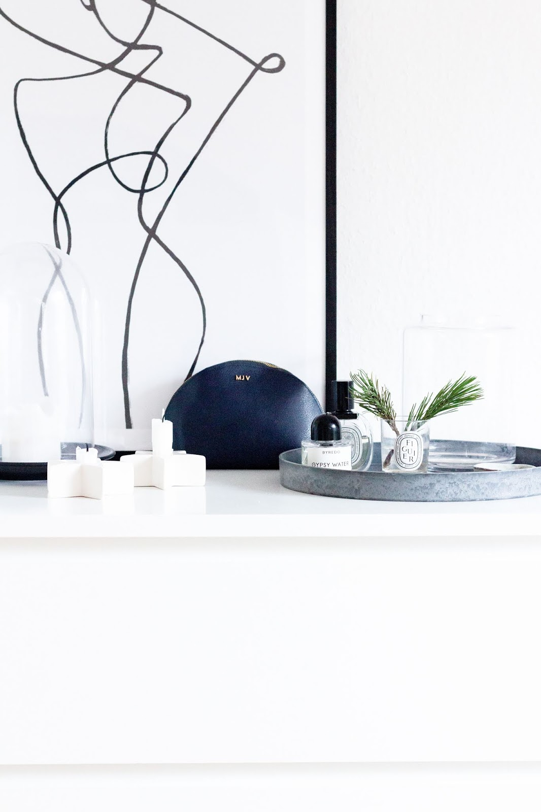Interior | Eine neue Schminkecke mit dem Normann Copenhagen Flip Spiegel | www.scandiinspiration.com