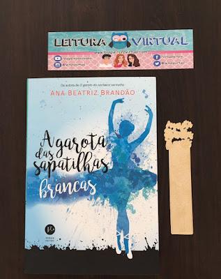 Ana Beatriz Brandão - autora de A Garota das Sapatilhas Brancas - leva centenas de pessoas à Bienal do Livro no Rio.