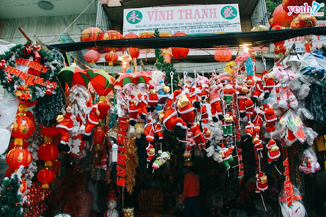 They - foreigners living in Vietnam and how they celebrate Christmas in Vietnam? 1