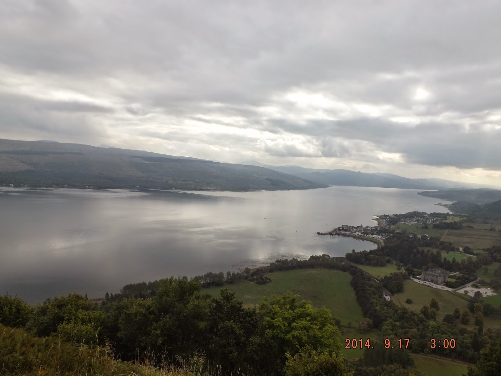 A Loch Shiel tó skót hosszan terül el a skót tájon