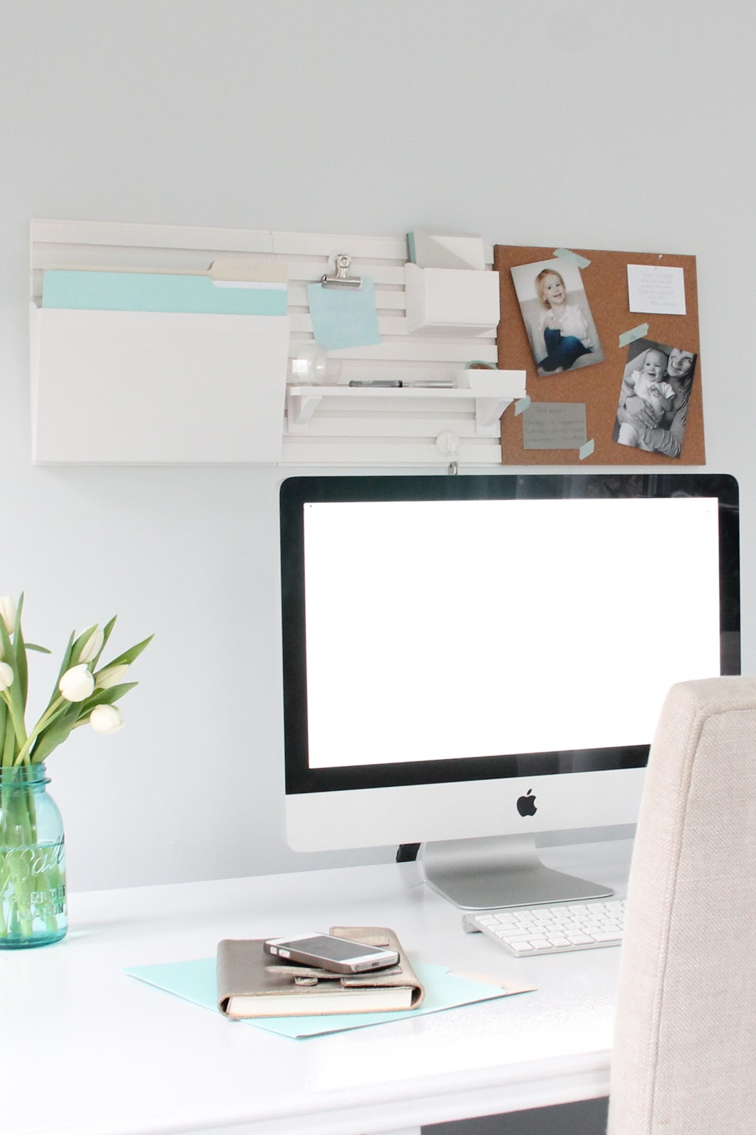An Organized And Inspired Office Using The Martha Wall System