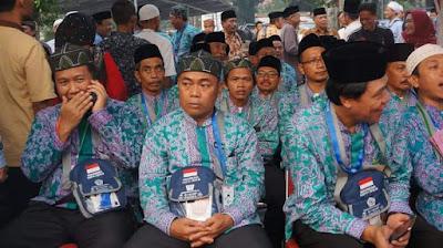 Jemaah Haji Kloter 31 di Lepas Asisten Pembangunan Setda Kabupaten Karawang